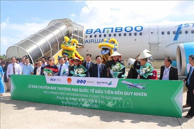 越南平定省扶吉机场迎来的首个国际航班 hinh anh 1