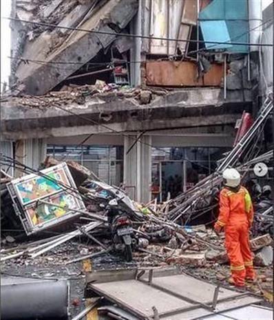 印尼发生地震和5层建筑塌陷事故 hinh anh 1