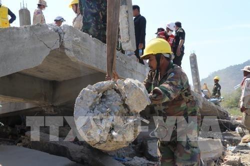 越南政府领导人就柬一楼房坍塌事故向柬领导人致慰问电 hinh anh 1