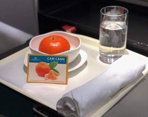 越航将陆岸橙纳入飞机餐 hinh anh 1