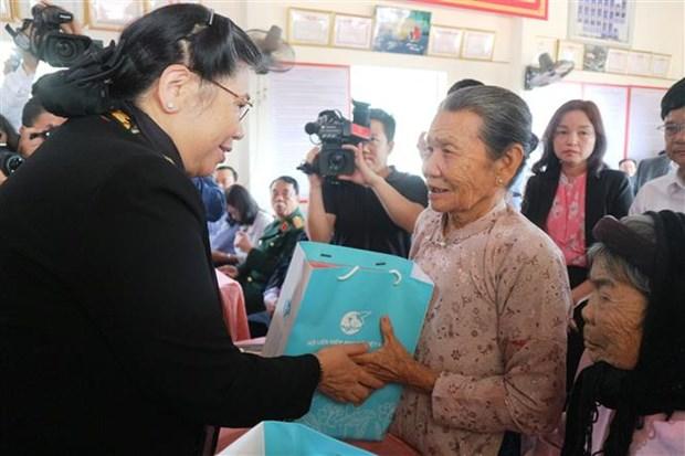 越南政府和国会领导开展春节前的慰问活动 hinh anh 3