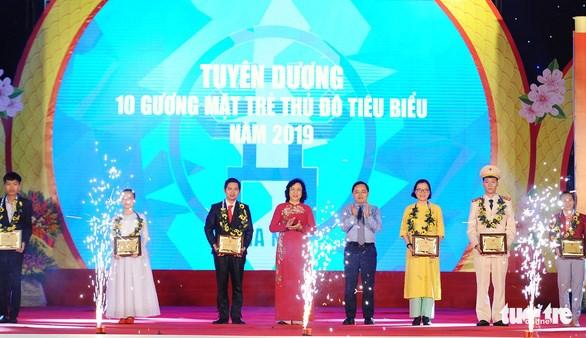 首都河内举行2019年模范青年表彰会 10名优秀青年获表彰 hinh anh 1