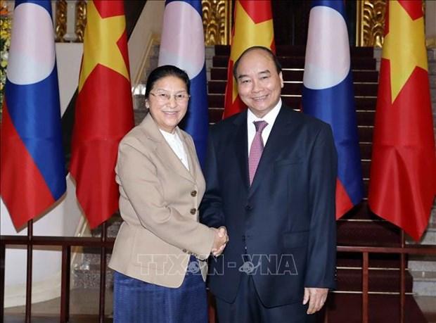 越南政府总理阮春福会见老挝国会主席巴尼·亚陶都 hinh anh 1