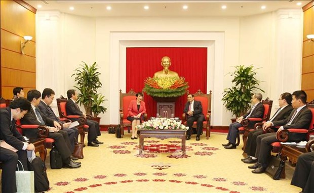 越共中央组织部部长范明正会见日本内阁总务大臣高市早苗 hinh anh 1