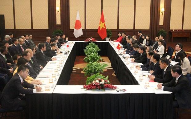 越共中央组织部长范明政会见日本自民党秘书长二阶俊博 hinh anh 1
