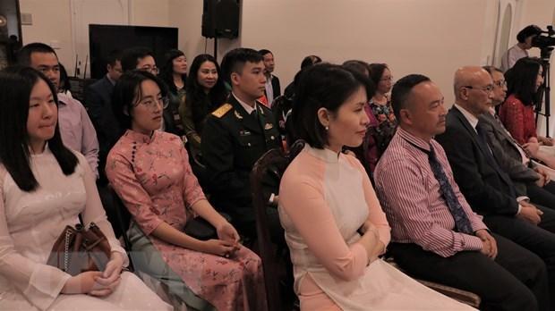 国会副主席丛氏放:党和国家一向重视海外越侨对祖国所作出的贡献 hinh anh 2