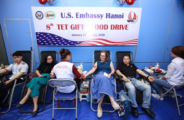 美国驻越南大使馆举行第八次无偿献血活动 hinh anh 1