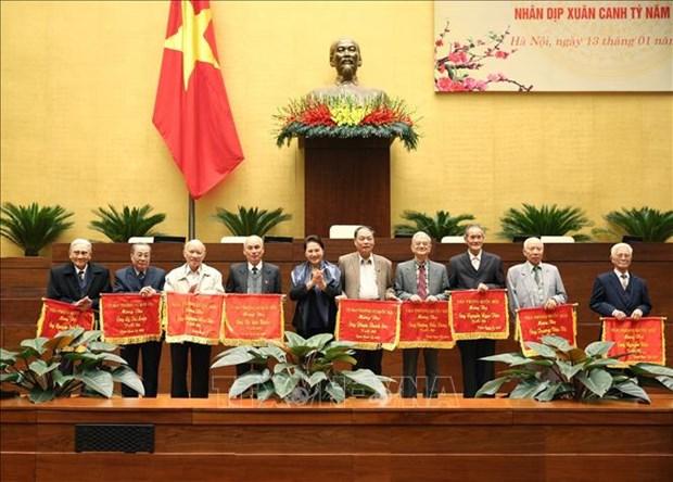 国会主席阮氏金银与国会原领导和国会办公厅退休干部举行见面会 hinh anh 1