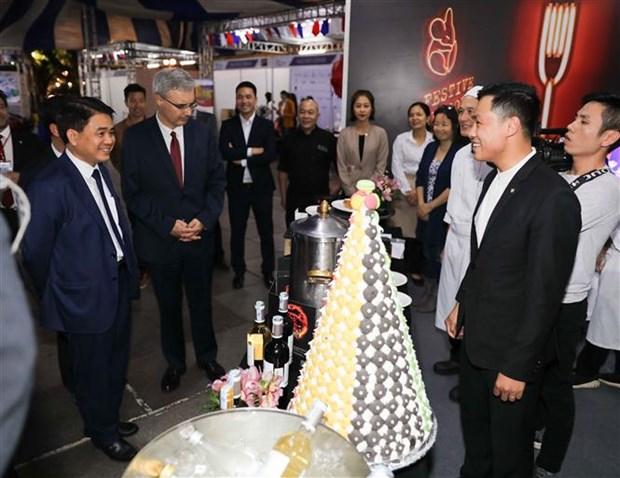 法国美食节有助于增进河内首都与法国之间的文化交流 hinh anh 1