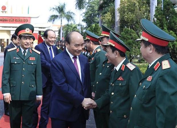 政府总理阮春福视察第五军区随时备战工作 hinh anh 1