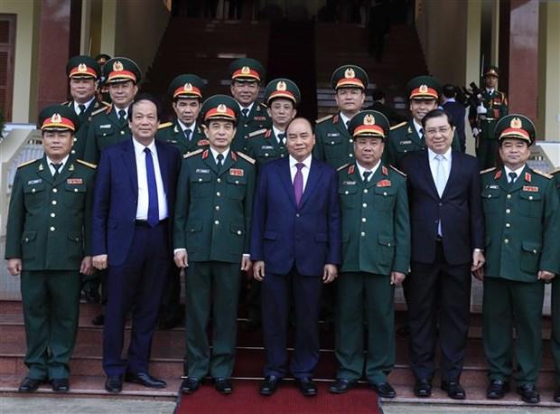 政府总理阮春福视察第五军区随时备战工作 hinh anh 2