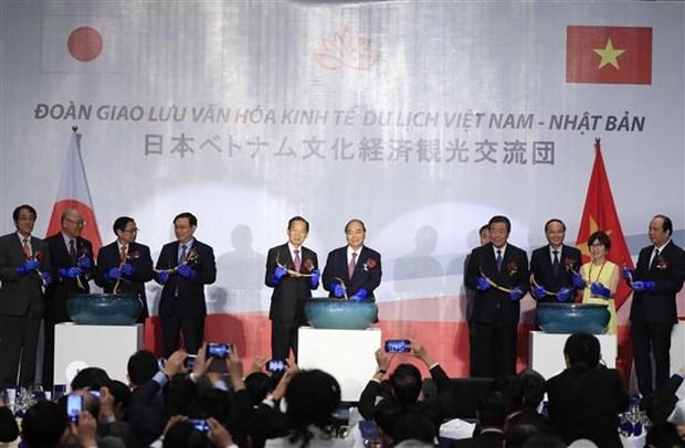 越南政府总理与日本自由民主党秘书长出席越日文化交流晚会 hinh anh 1
