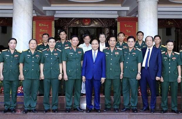 越南政府总理阮春福视察第九军区备战工作 hinh anh 1