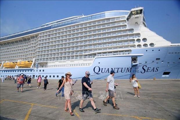 国际五星级豪华邮轮海洋量子号抵达胡志明市港口 hinh anh 1