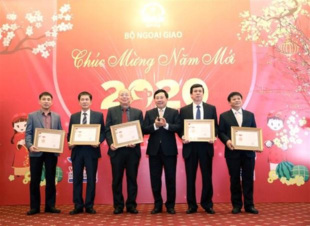 越南外交部举行2020年新春媒体见面会 hinh anh 1