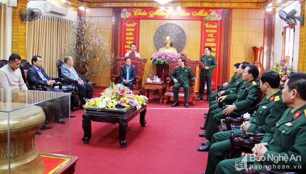 老挝边境省领导代表赴乂安省庆祝2020庚子年新春 hinh anh 1