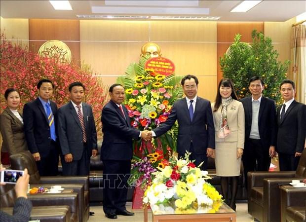 老挝华潘省领导向越南太原省领导和人民致以新春祝福 hinh anh 1