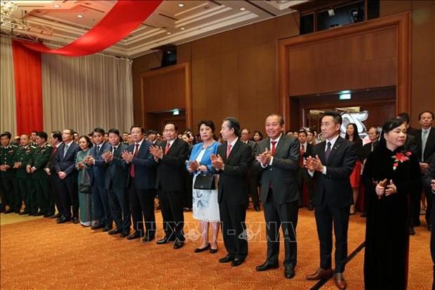 中国驻越大使馆举行越中建交70周年招待晚宴 hinh anh 1
