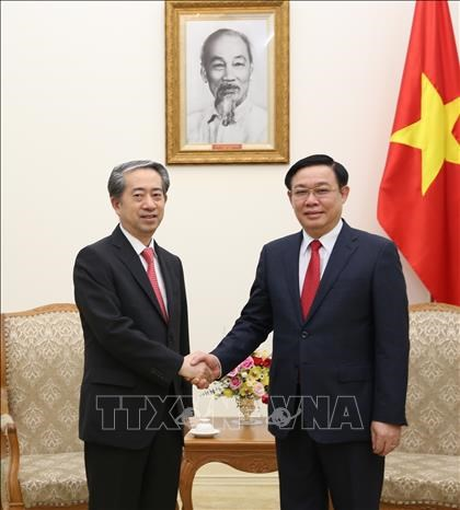 越南政府副总理王廷惠会见中国驻越大使熊波 hinh anh 1