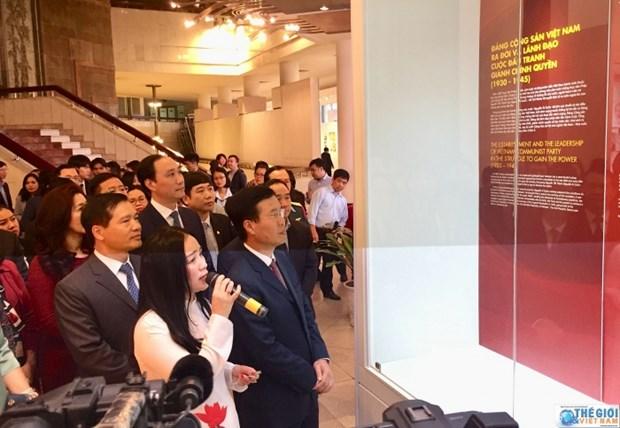 """""""越南共产党90周年--辉煌征程""""专题展在河内举行 hinh anh 2"""