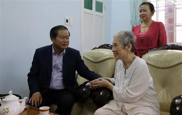 国会副主席杜伯巳向胡志明市原党、国家领导人拜年 hinh anh 1