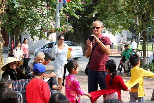 河内市国际游客人数比不上地区各大城市 hinh anh 1