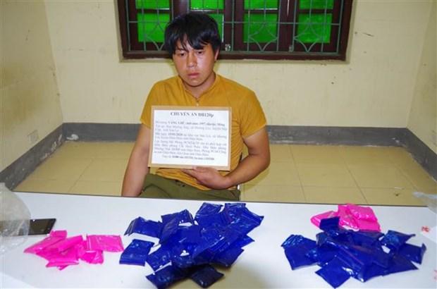 一男子非法运输1万颗合成毒品时被捕 hinh anh 1