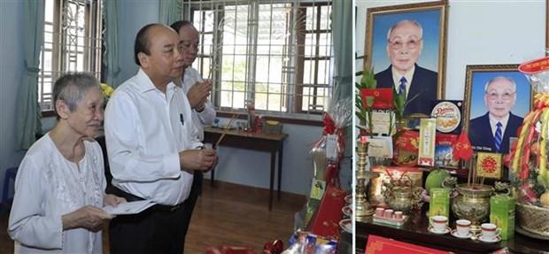 政府总理阮春福上香缅怀已故党和国家领导同志 hinh anh 2