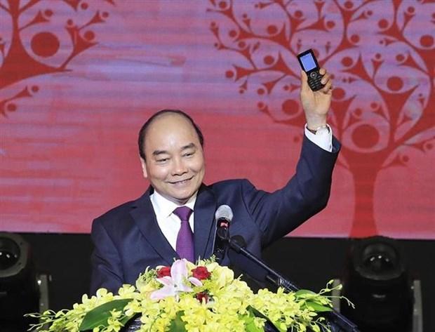 政府总理阮春福参加发短信为穷人捐款活动 hinh anh 1