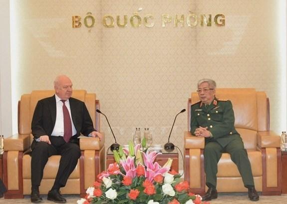 越南国防部副部长会见俄罗斯驻越大使 hinh anh 1
