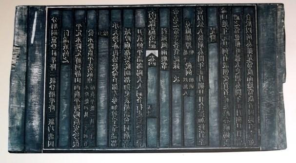 """""""阮朝木板中的宫廷春节""""展览会在顺化古都遗迹区举行 hinh anh 1"""