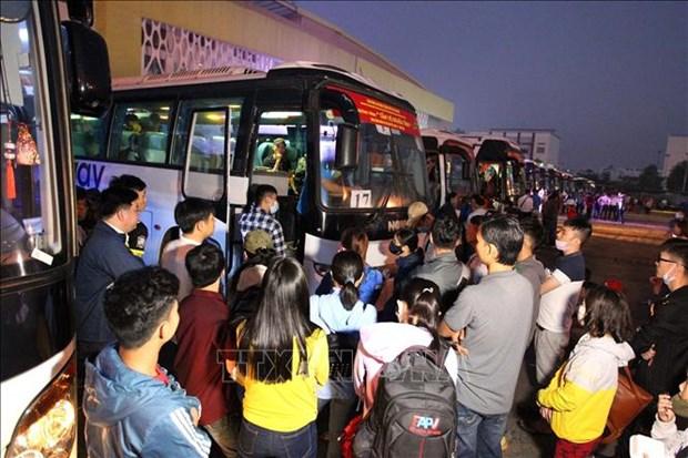 胡志明市举行春节爱心列车活动送贫困职工回家过春节 hinh anh 1
