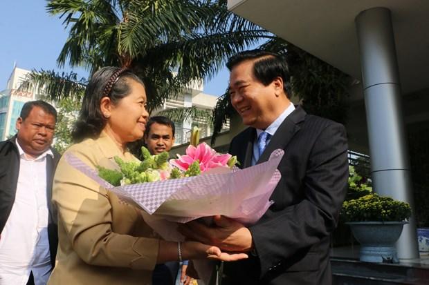 柬埔寨副首相梅森安春节之际率团走访越南隆安省 hinh anh 2