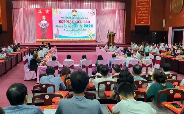 越南多地开展2020庚子年海外侨胞迎新春活动 hinh anh 1
