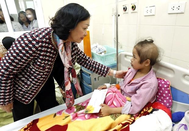 越共中央民运部部长张氏梅亲切慰问癌症患者 hinh anh 1