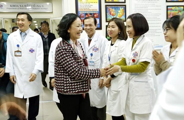 越共中央民运部部长张氏梅亲切慰问癌症患者 hinh anh 2