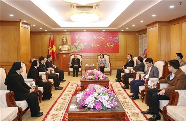 中央民运部部长张氏梅会见兴化教区代表团 hinh anh 1
