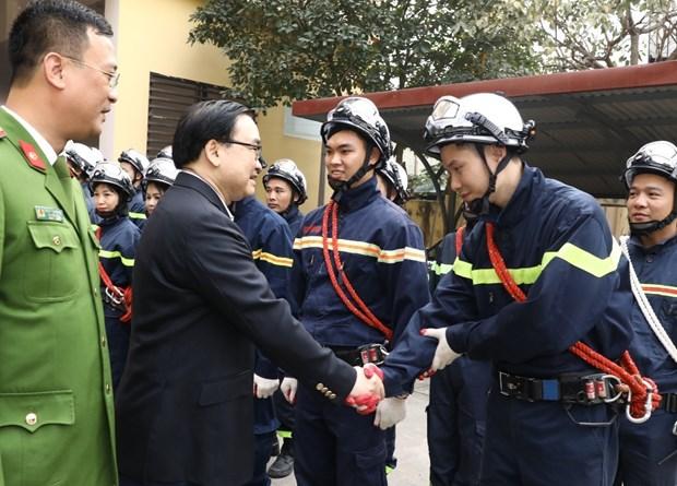 2020庚子年春节即将到来:河内市领导走访慰问公安、军队单位和教区 hinh anh 2