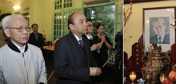 越南政府总理阮春福为已故党和国家领导人上香 hinh anh 2