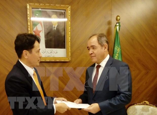 阿尔及利亚总统高度评价越南的发展成就 hinh anh 1