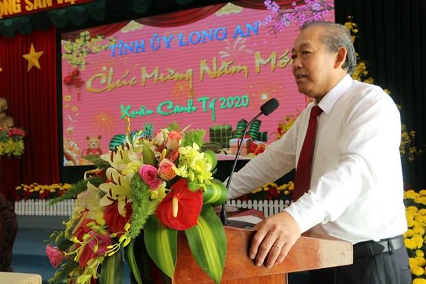 政府副总理张和平向隆安省领导和人民拜年 hinh anh 1