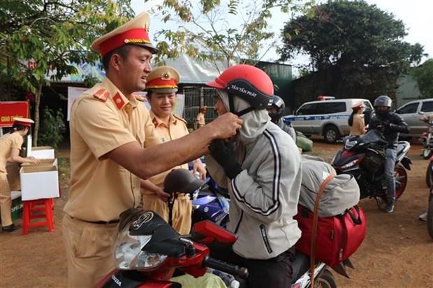 张和平副总理:主动提醒、引导并帮助驾驶人春节期间安全通行 hinh anh 1