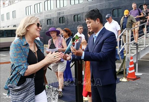 2020庚子年春节:岘港市迎接首批海运入境国际游客 hinh anh 2