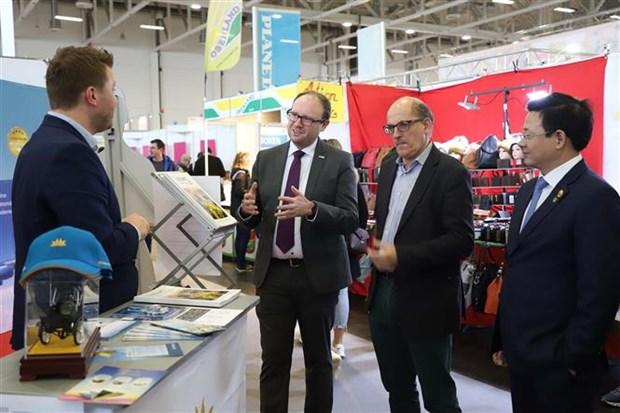 德国越南展览会在德国奥格斯堡举行 hinh anh 1