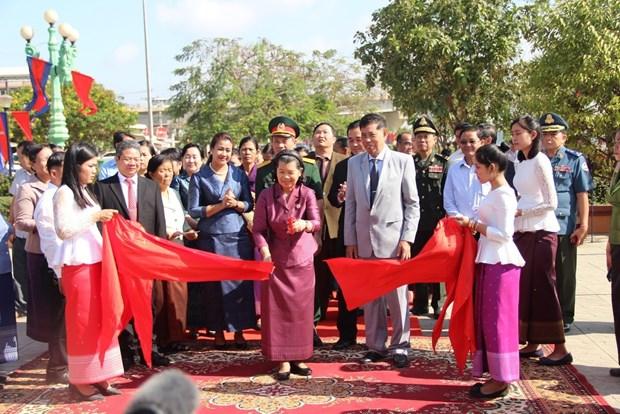 越柬友好纪念碑在柬埔寨磅湛省落成 hinh anh 1