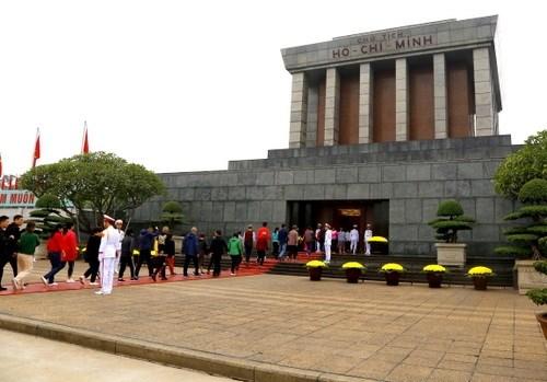 春节期间胡志明陵接待游客人数逾2.5万人次 hinh anh 1