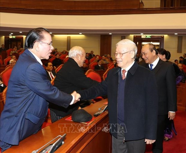越共中央政治局举行原党和国家高层领导新春见面会 hinh anh 1