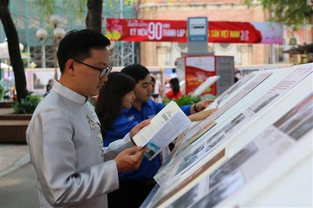 胡志明市举行特别文艺晚会 庆祝越南共产党成立90周年 hinh anh 2