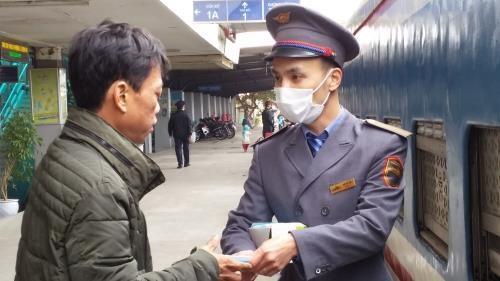 新型冠状病毒感染肺炎疫情:越南今起暂停国际列车客运服务 hinh anh 1