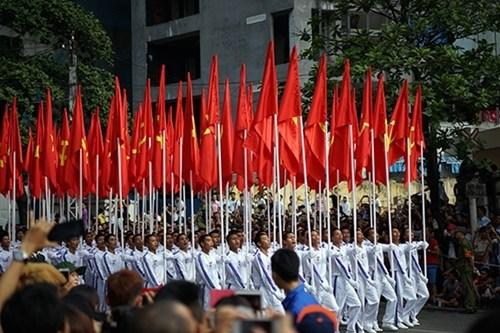社评:在光荣党旗下稳步前进 hinh anh 1